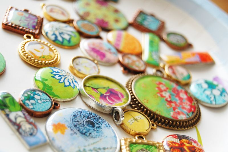Resin-pendants